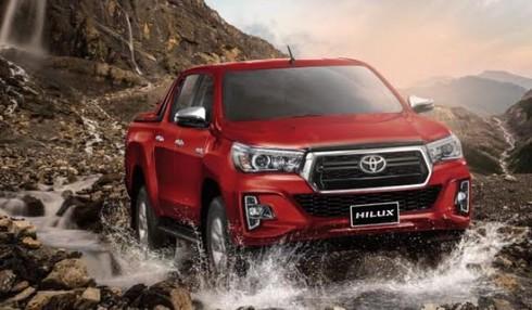 Xe bán tải Toyota Hilux giảm giá còn 622 triệu đồng - ảnh 1