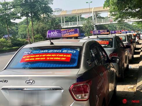 Xe taxi có thể bỏ mào để dán phù hiệu như xe công nghệ - ảnh 1