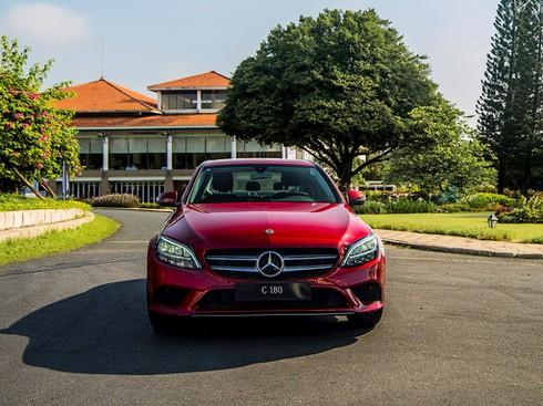 Mercedes – Benz tung xe sang C 180 giá rẻ 1,4 tỷ đồng - ảnh 1
