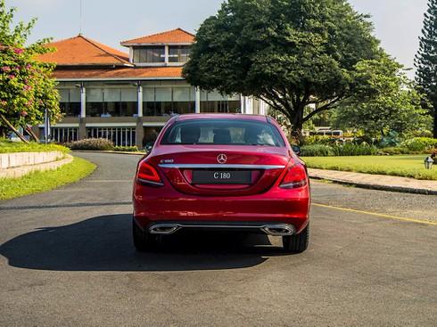 Mercedes – Benz tung xe sang C 180 giá rẻ 1,4 tỷ đồng - ảnh 2