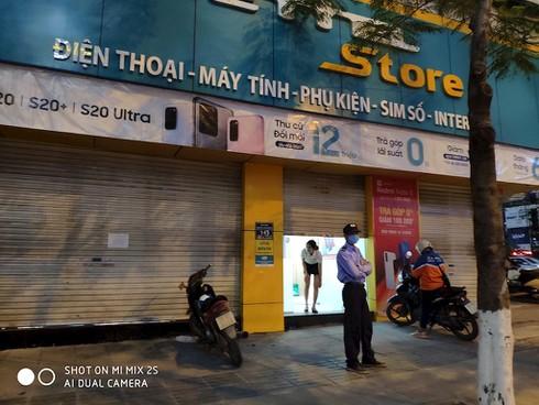 Các chuỗi bán lẻ công nghệ đồng loạt đóng cửa trước giờ G - ảnh 4