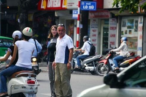 New York Times 'dạy' dân Mỹ cách sang đường ở Hà Nội - ảnh 1