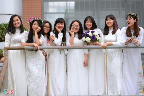 TP.HCM: Bắt buộc học sinh mặc áo dài tới trường - ảnh 1