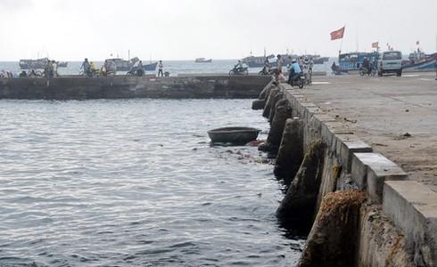 Tàu thuyền không dám cập cầu cảng Lý Sơn