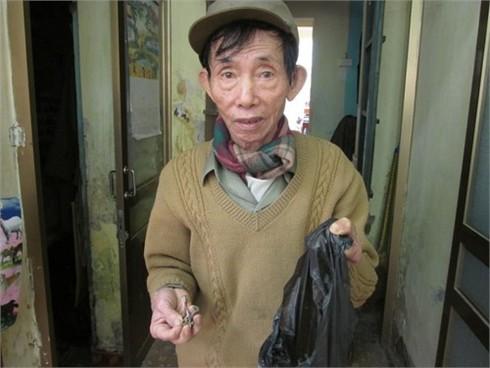 Cụ già 84 tuổi hơn 20 năm đi đuổi 'đinh tặc'