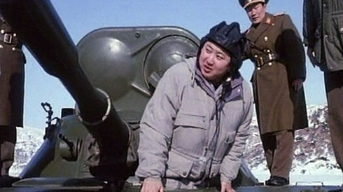 """Kim Jong un thành """"thiên tài quân sự"""" như thế nào?"""