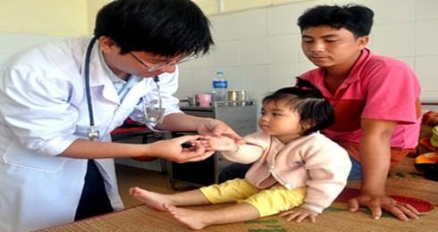 Bệnh tay chân miệng hoành hành miền Trung