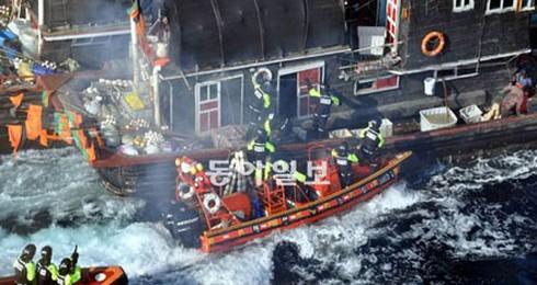 Báo Hàn Quốc: `Ngư dân Trung Quốc không khác gì cướp biển`