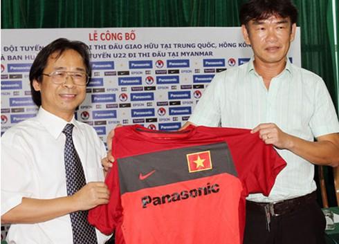 LV Phan Thanh Hùng dẫn dắt hai đội tuyển và một CLB