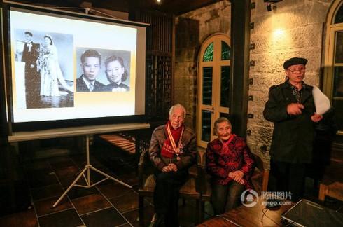 Cảm động đôi vợ chồng già chụp lại ảnh cưới sau 70 năm ở cùng địa điểm - ảnh 1