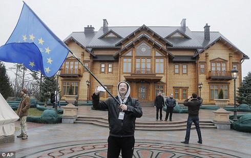 Cựu Tổng thống Yanukovych đang trốn ở đâu? - ảnh 2