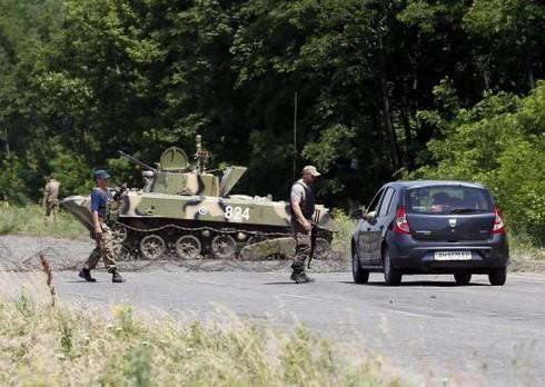 Đông Ukraine: Giao tranh ác liệt, người dân tháo chạy - ảnh 1