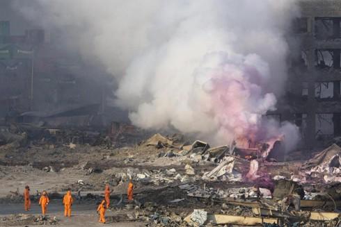 Vụ nổ ở Trung Quốc: Nguy cơ cháy nổ, rò rỉ hóa chất vẫn tiềm ẩn - ảnh 1