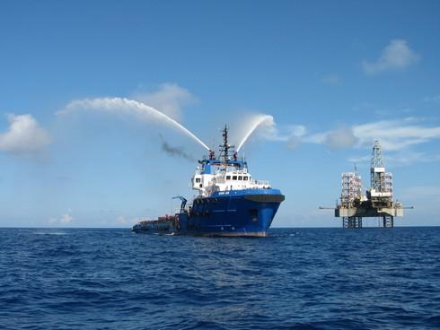 Phớt lờ Trung Quốc, các tập đoàn dầu mỏ đua nhau đến Việt Nam - ảnh 1