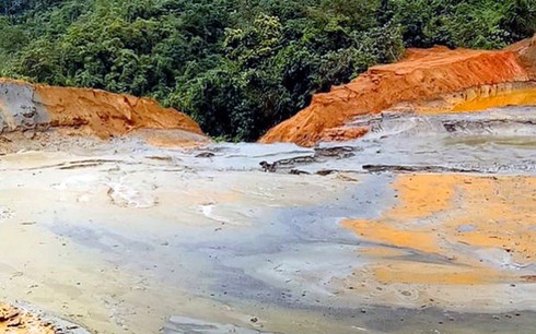 Lập đoàn kiểm tra sau sự cố vỡ đập chứa bùn thải kim loại ở Nghệ An - ảnh 1