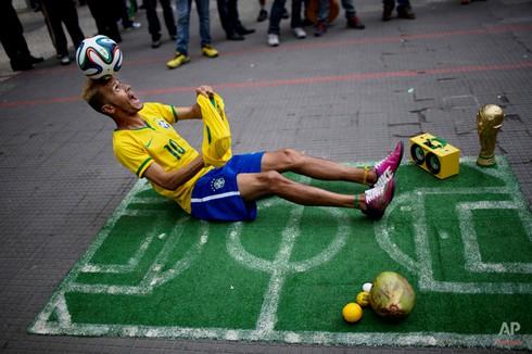20 bức ảnh báo chí tuyệt đẹp về World Cup những ngày qua - ảnh 14