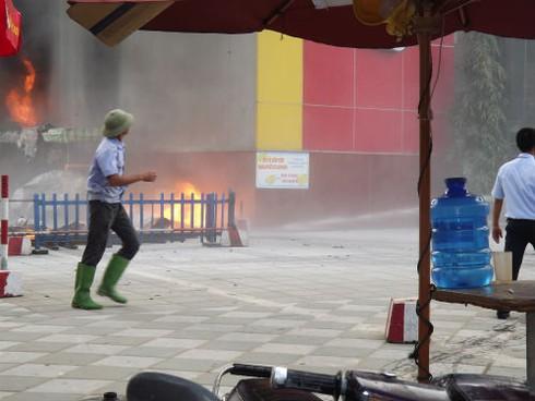 Cháy Trung tâm thương mại cao nhất Hà Tĩnh, nhiều người bị ngạt - ảnh 2