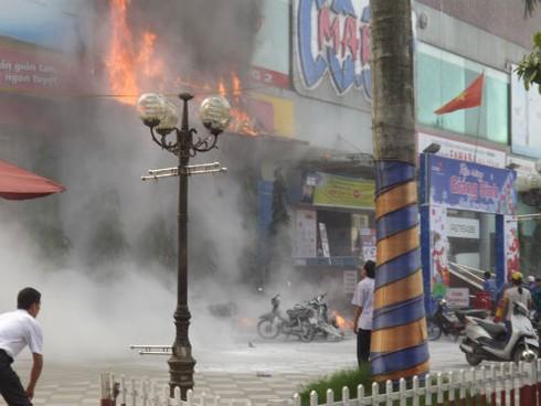 Cháy Trung tâm thương mại cao nhất Hà Tĩnh, nhiều người bị ngạt - ảnh 3
