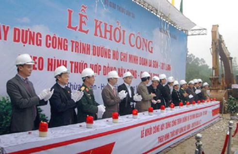 Khởi công đường Hồ Chí Minh đoạn La Sơn - Túy Loan - ảnh 1