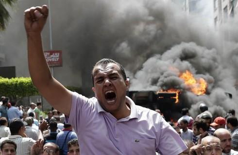 278 người chết, Ai Cập tuyên bố tình trạng khẩn cấp - ảnh 2