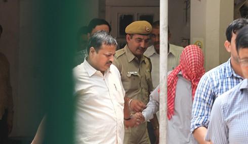 Ấn Độ bắt giữ 5 cảnh sát hiếp dâm tập thể một nữ sinh - ảnh 1