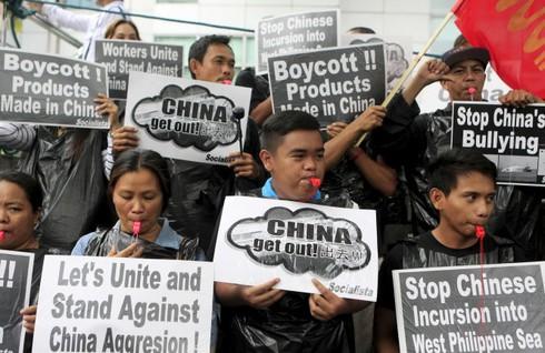 Trung Quốc lên tiếng muốn Philippines từ bỏ vụ kiện ở Biển Đông - ảnh 1