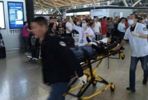 Nổ lớn ở sân bay Phú Đông, Thượng Hải, kẻ đánh bom cắt cổ tự sát - ảnh 2