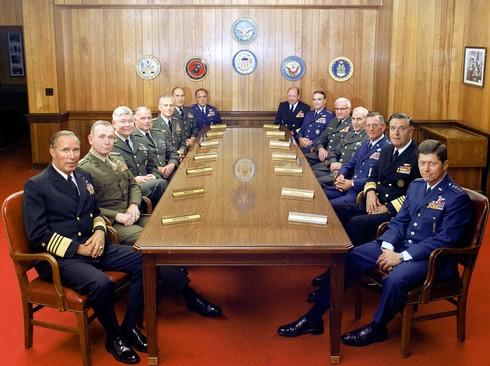 Quá thừa tướng quân đội, Mỹ quyết tâm