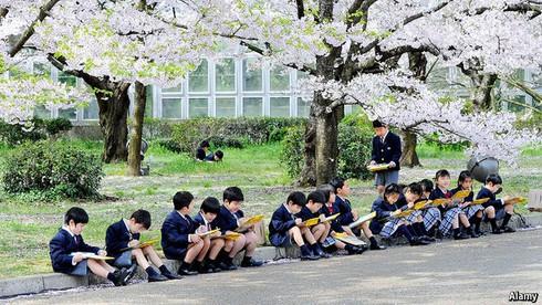 Ngày khai giảng là ngày giỗ: Nạn bắt nạt ở trường học Nhật Bản quá bất thường? - ảnh 1
