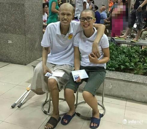 Cảm phục nữ sinh ngày ngày mang khối u ung thư lên giảng đường - ảnh 1