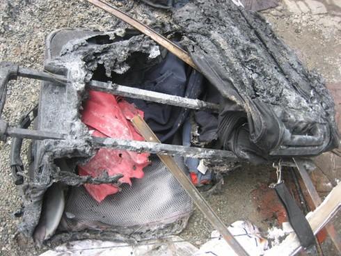 Xe chở 30 khách bốc cháy sau khi nổ lốp - ảnh 9