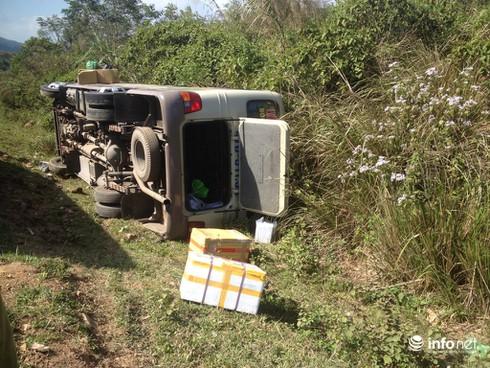 Đắk Lắk: Lật xe khách 24, hàng chục hành khách thoát nạn trong gang tấc - ảnh 1