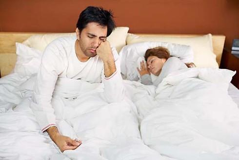 Kiêng cữ quá lâu vì sợ hậu sản, chồng trở nên liệt dương - ảnh 1