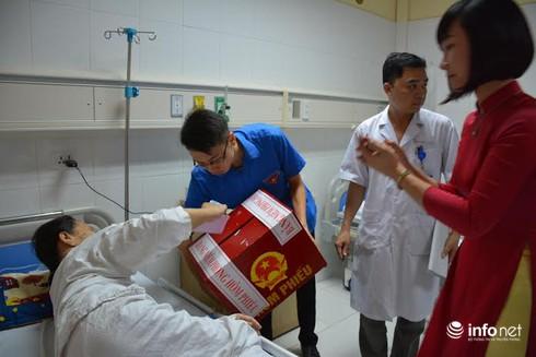 Bệnh viện Việt Đức có 189 cử tri bầu cử trên giường bệnh - ảnh 1
