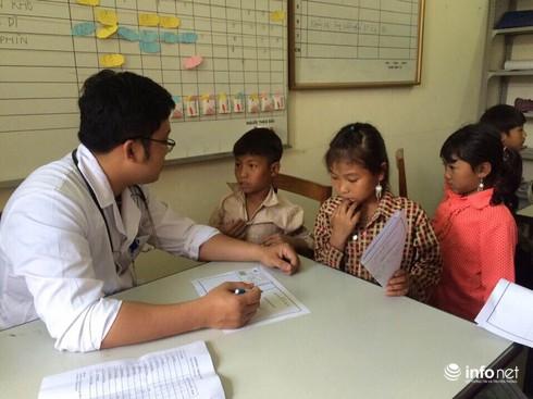 BV Việt Đức khám miễn phí cho 2.300 người nghèo ở Lai Châu - ảnh 1