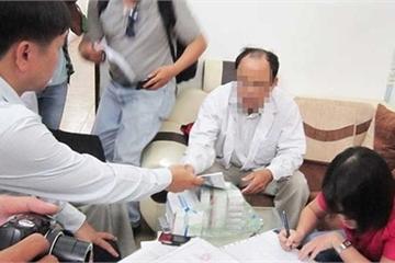Cẩn thận BS Trung Quốc: Đang hôn mê, bị gọi dậy bắt trả 200 triệu mới mổ tiếp