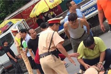 Thanh niên xăm trổ lái xe máy tông gục CSGT trên QL32 Hà Nội