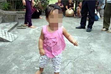 Người mẹ trẻ bỏ rơi con nơi cửa thiền để còn đi... lấy chồng!