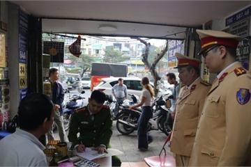 Tạm giữ đối tượng sản xuất biển số ô tô, xe máy giả ở quận trung tâm TP Hà Nội