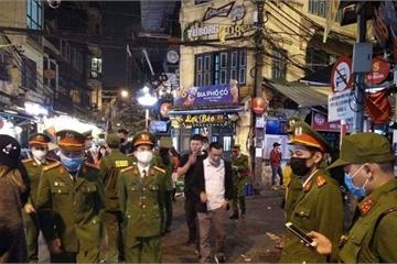 Hà Nội: Quận Hoàn Kiếm cách ly 17 người trên chuyến bay VN0054 từ Anh về Nội Bài