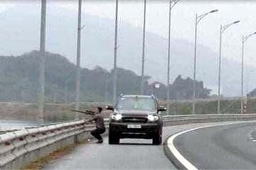 Tài xế dừng xe bắn chim trên cao tốc Hạ Long - Hải Phòng bị triệu tập