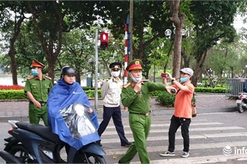 Hà Nội: Xử phạt hơn 100 người không đeo khẩu trang quanh khu vực hồ Hoàn Kiếm