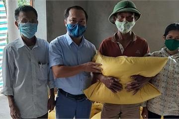 Đi làm ăn xa, người đàn ông gửi tiền về quê mua 1 tấn gạo ủng hộ phòng, chống dịch
