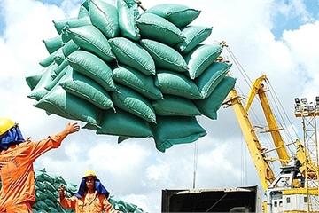 """Hải quan lên tiếng vì bị """"tố"""" mở tờ khai xuất khẩu 400.000 tấn gạo lúc nửa đêm"""