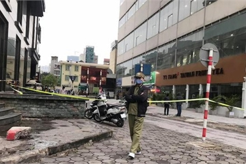 Người phụ nữ rơi từ tầng cao chung cư Mộ Lao xuống đường tử vong