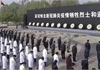 """Người dân Trung Quốc đón tết Thanh Minh """"trầm lắng"""" giữa đại dịch"""