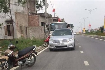Thanh Hóa: Sau va chạm giao thông, chủ doanh nghiệp rút súng dí vào đầu tài xế xe cẩu