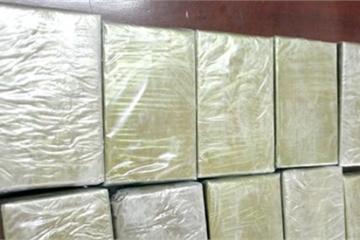 CSGT Thanh Hóa bắt quả tang đối tượng giấu 8 bánh heroin trên ô tô