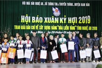 Nghệ An: Trao tặng 85 suất quà cho các gia đình khó khăn tại Hội báo Xuân 2019