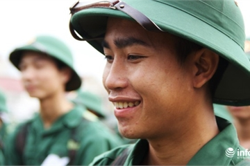 Xúc động hình ảnh tân binh xứ Nghệ lên đường ngày nhập ngũ
